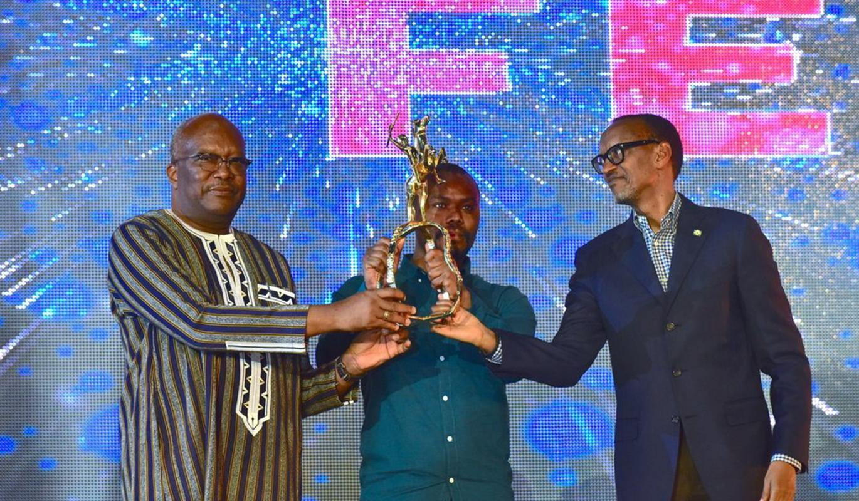THE MERCY OF THE JUNGLE de Joel KAREKEZI du Rwanda remporte l'Or